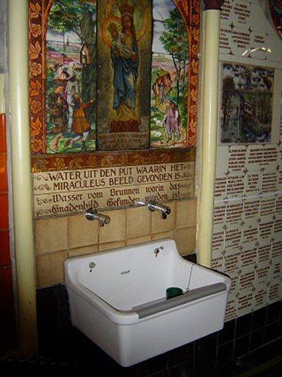Roermond drukpomp (in gang kerk Kapel in 't Zand)